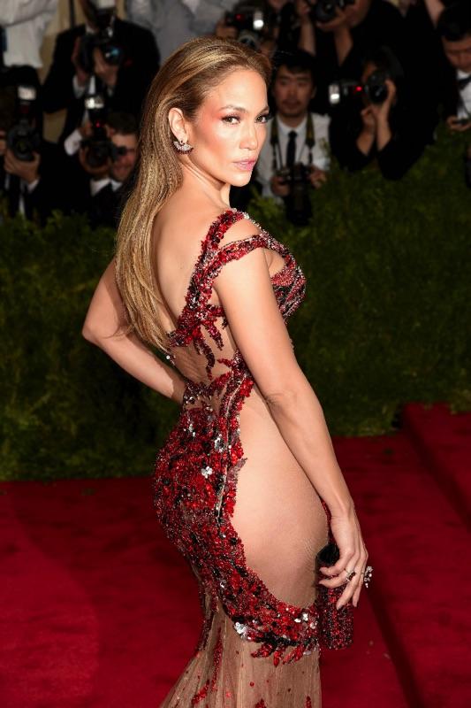 2-celebrities-who-didnt-wear-underwear_jennifer-lopez